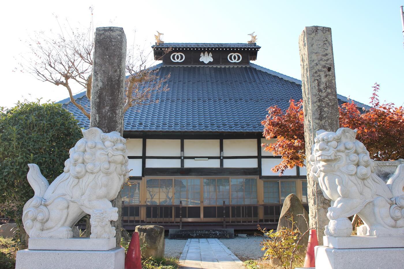 観音寺墓地の本堂