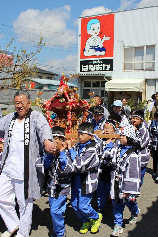 長野県千曲市粟佐区春祭りのお神輿