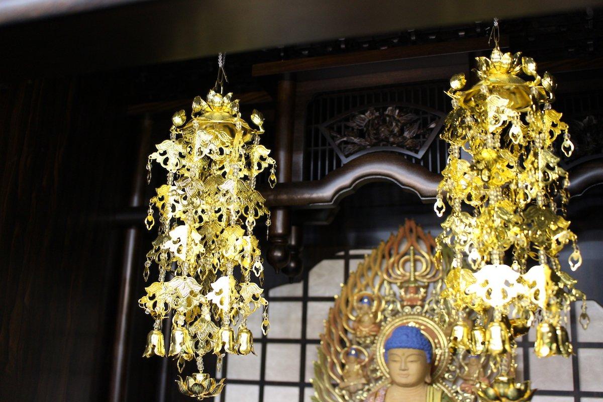 瓔珞(ヨウラク:内部の屋根から吊るす荘厳具)