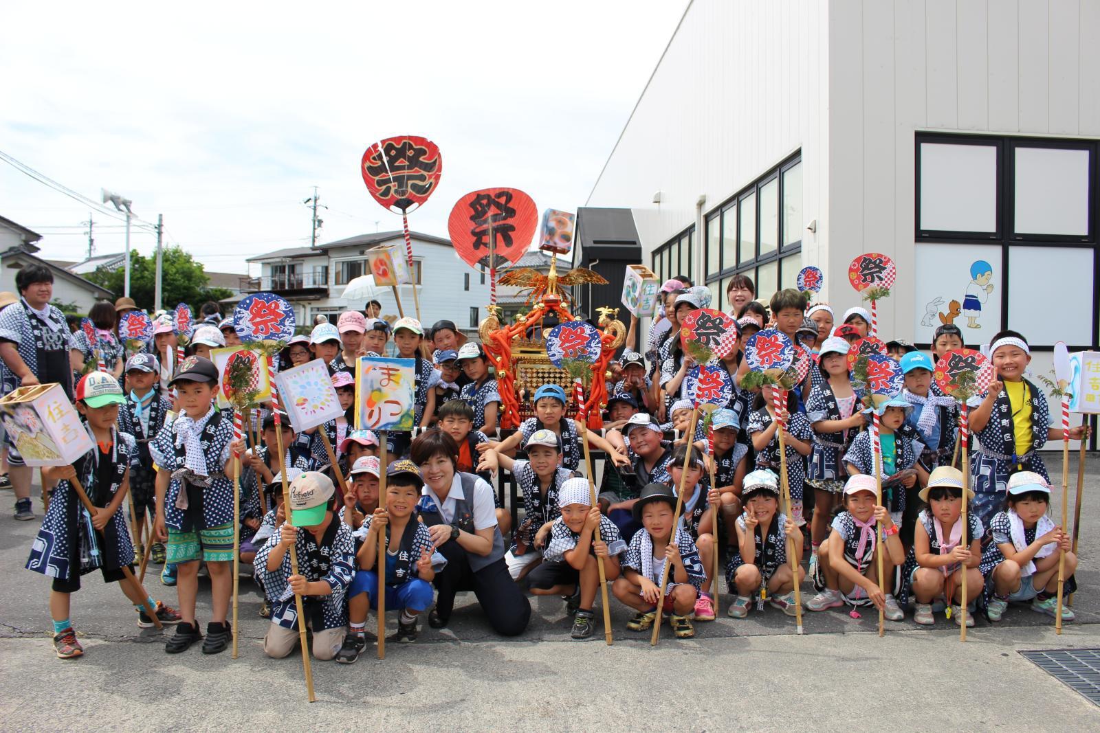 岩村田の祇園祭でお御輿を担ぐ佐久市岩村田住吉町区の皆様