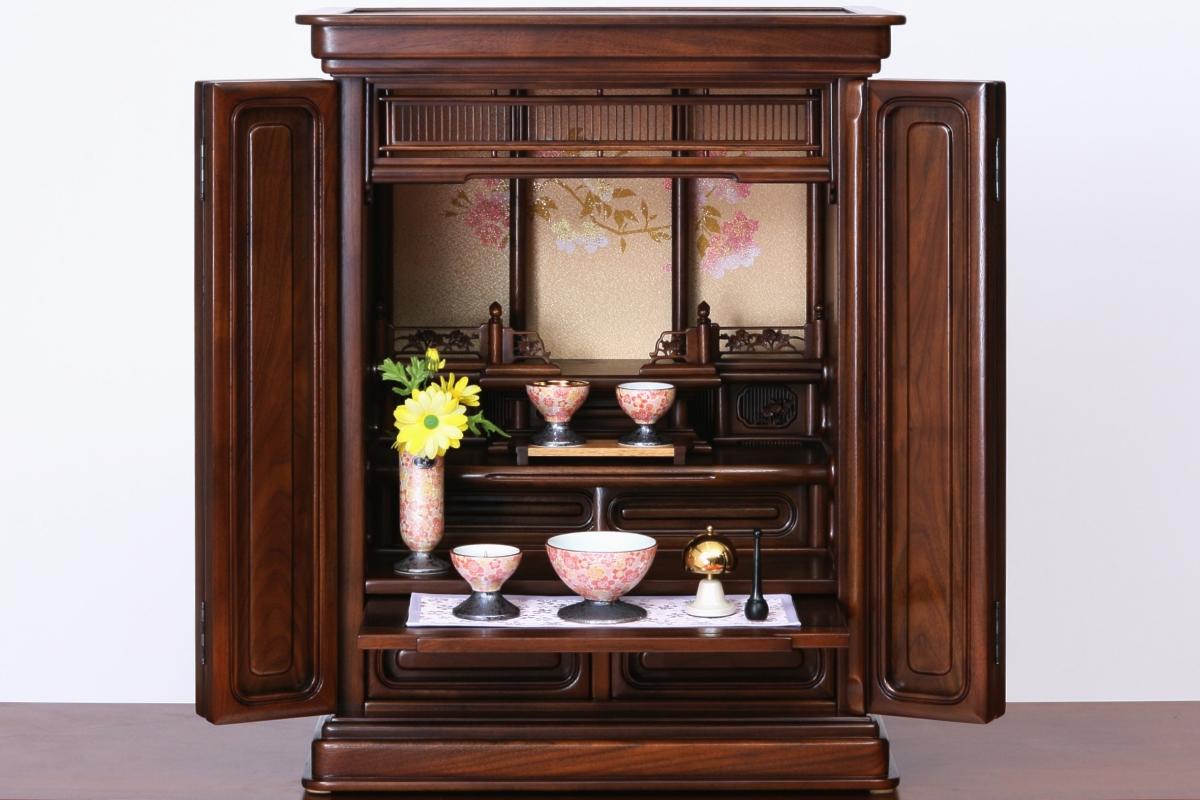桜の蒔絵が美しいお仏壇