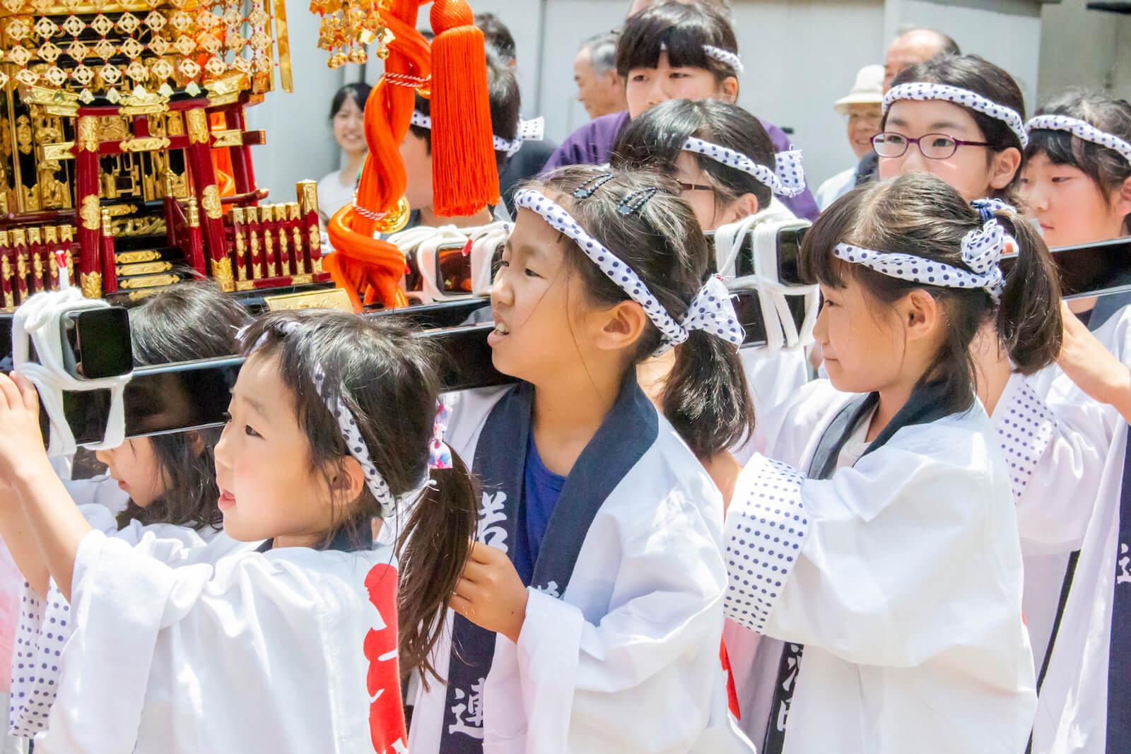 長野市七瀬南部地区の皆様へお神輿贈呈。記念撮影