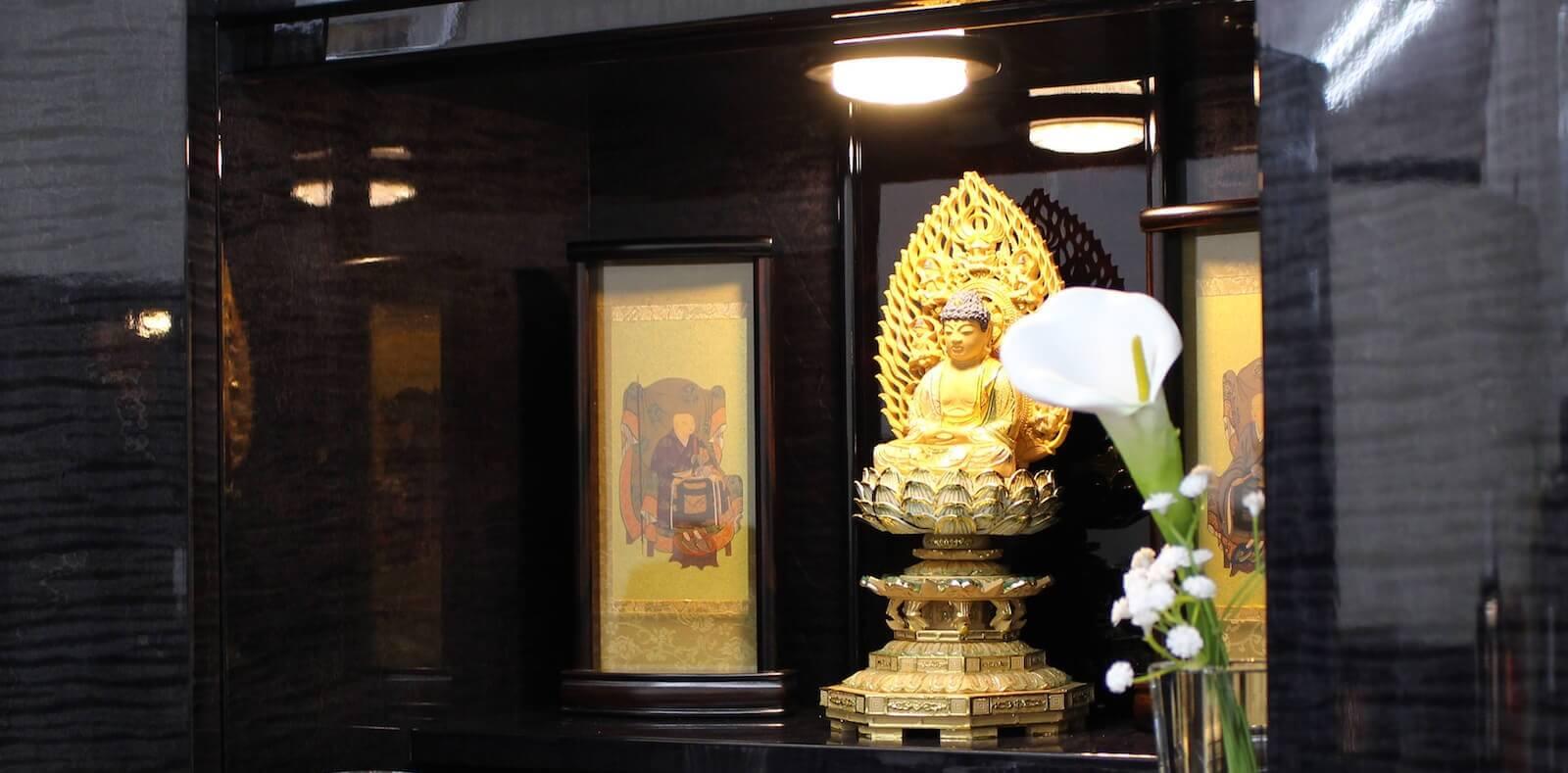 光でアレンジされたコンパクトなお仏壇