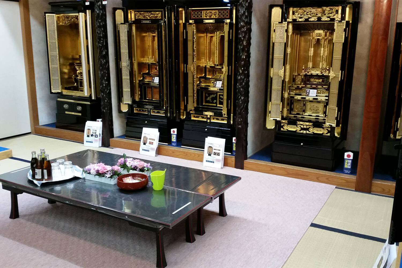 金仏壇の展示コーナー